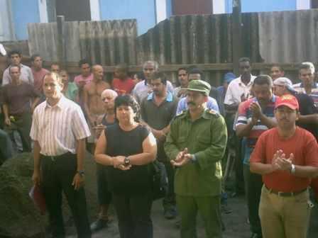 20060814172425-apoyo-del-pueblo-a-la-proclama-de-fidel.jpg